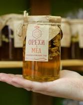 Мед ™  Зеленая Улица  с грецким орехом, 410 гр.